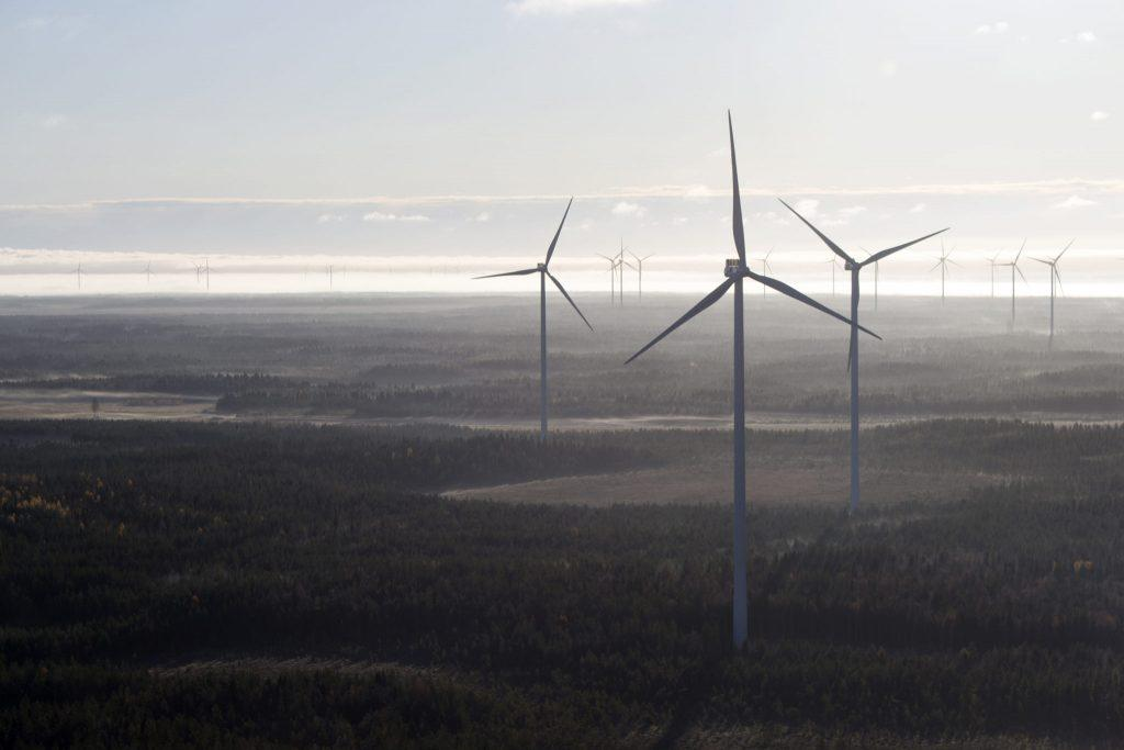 Ilmakuva tuulivoimapuistosta